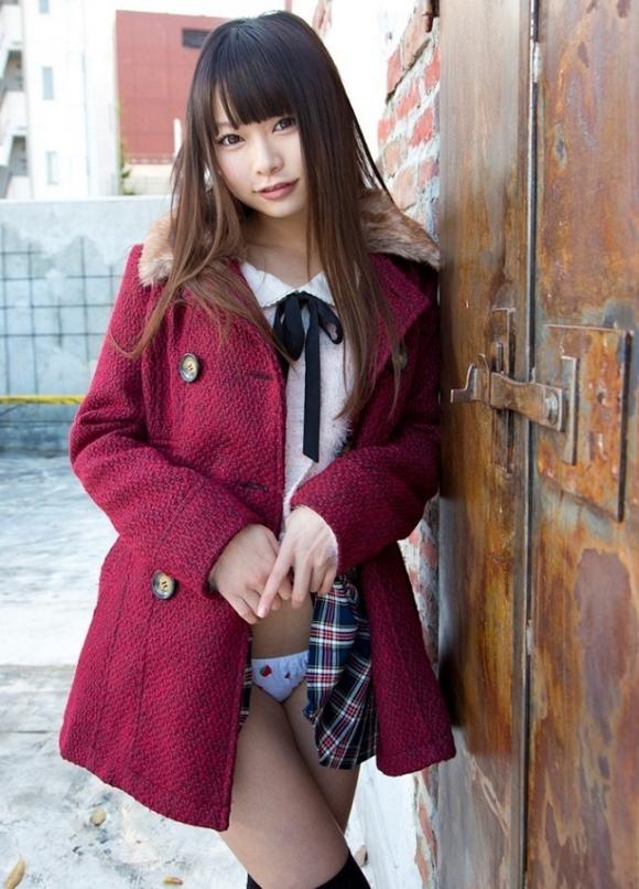 「パンティ見せてください!」→→→スカートをペロリとたくし上げる女の子wwwwwww【画像30枚】07_20160601024505b06.jpg
