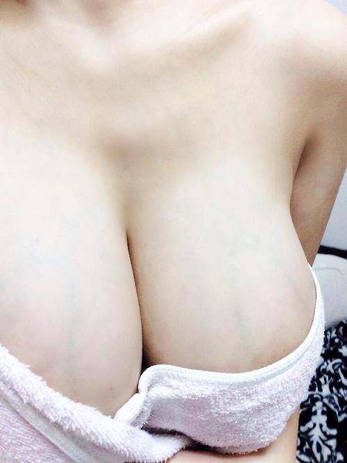 【素人限定】こりゃ自慢したくなるwwwハイレベルな巨乳おっぱいを自慢げに自撮りうpする女神様が登場wwwwwww【画像30枚】07_201606262147434dc.jpg