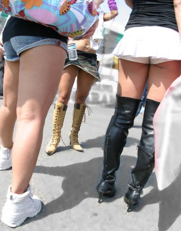 【街撮り】ショートパンツからハミ出るハミ尻を見れた時の興奮をもう一度wwwww07_20160727025255875.jpg