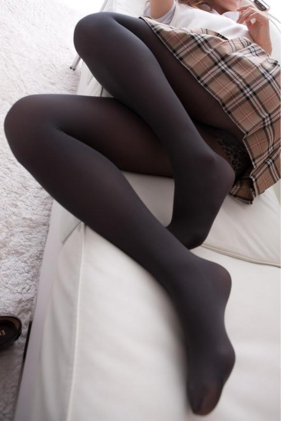 【エロ画像】黒タイツ黒ストッキングを履いた脚がくっそエロくてくっそ抜ける件・・・・・wwwwwwwwwww08_201511280957363b5.jpg
