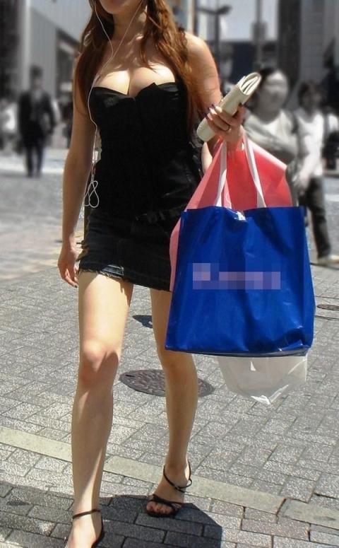 街で見かけたら視姦してしまうwww巨乳感満載の着衣おっぱいwwwwwww【画像30枚】08_201512241518476cb.jpg