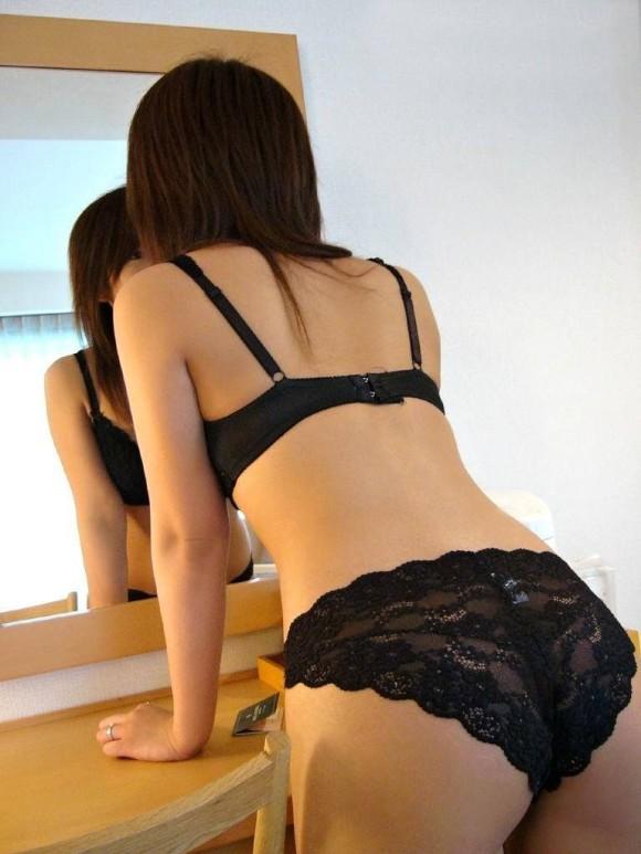 黒下着の女は男を虜にするセクシーオーラが溢れ出してるwwwww【画像30枚】08_20151230023831526.jpg