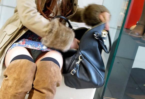 街でミニスカブーツの女の子を見ると無意識にガン見してしまう男の習性wwwwwww【画像30枚】08_20160114015025493.jpg