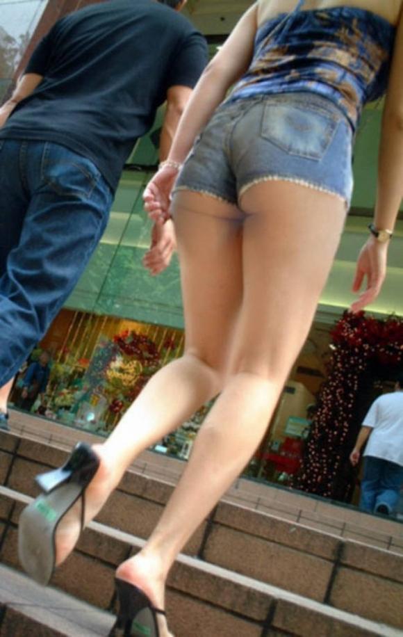 街を行くホッパン女子のおしりが頭から離れなくなる盗撮エロ画像【30枚】08_20160205192932e7d.jpg