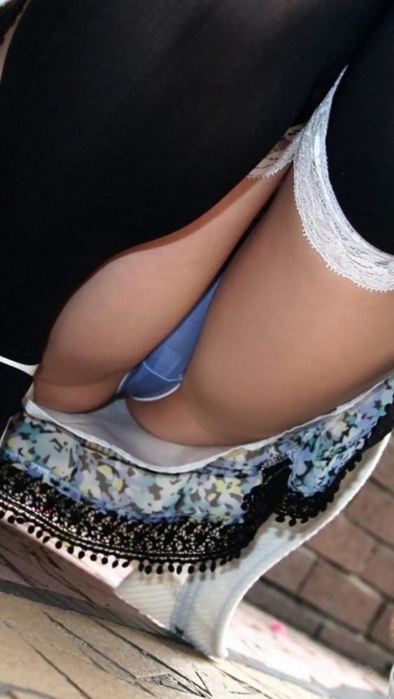 お股が緩すぎてwww下半身ユルユルで惜しげもなくパンチラしちゃう女の子ってwwwwwww【画像30枚】08_20160210211101c5e.jpg