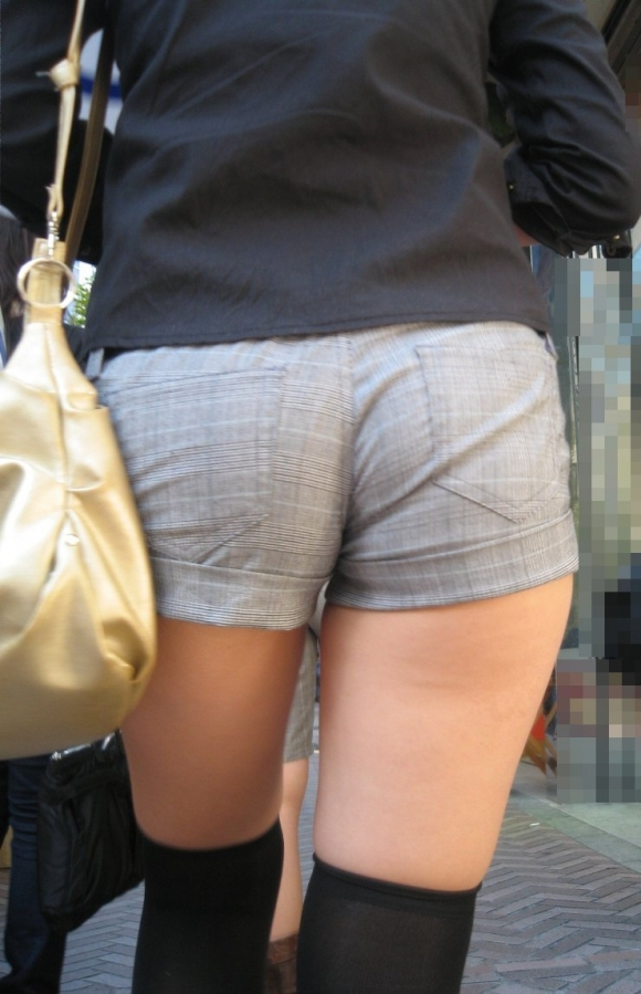 ショーパンから露出してる大腿部がエロすぎwww女の子のムニムニ太ももがたまらんwwwwwww【画像30枚】08_20160217093555178.jpg