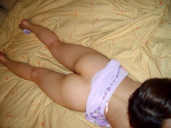 【素人限定】ベッドに寝転んでる彼女のおしりがくっそエロかったからwwwソッコー寝バック決定wwwwwww【画像30枚】08_2016022020141486f.jpg