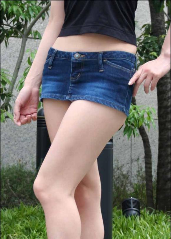 【驚愕】デニムスカート女子のパンチラ率が判明wwwwwwwwwwwwwwwww【画像30枚】08_201606040956432a5.jpg