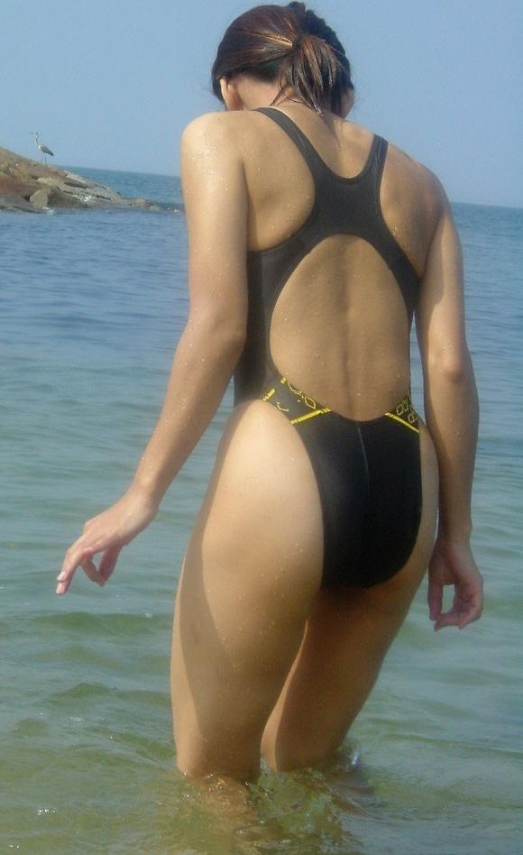 体のムチムチラインがピッタリ分かる競泳水着がエロすぎるwwwwwww08_2016063013390054f.jpg