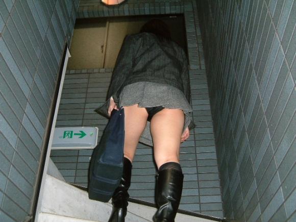 【エロ画像】これはまさにプロの犯行・・・階段やエスカレーターで広がる絶景パンチラ30選!wwwwwww09_20151123124355fbc.jpg