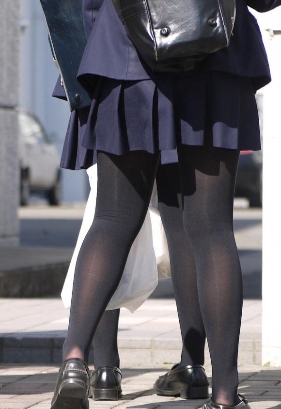【エロ画像】黒タイツ黒ストッキングを履いた脚がくっそエロくてくっそ抜ける件・・・・・wwwwwwwwwww09_20151128095737fe9.jpg