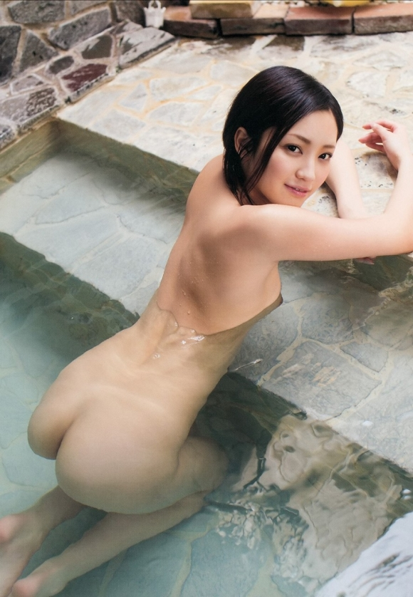 寒いし美女と二人きりで温泉に浸かってゆっくりしたい!www【画像30枚】09_201512270329316f2.jpg