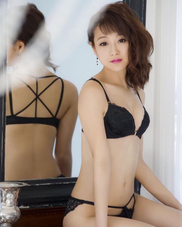 鈴木奈々ちゃんがLINEブログにうpしてる下着姿やセミヌード画像がエロすぎる!【画像30枚】09_2016043010324330e.jpg
