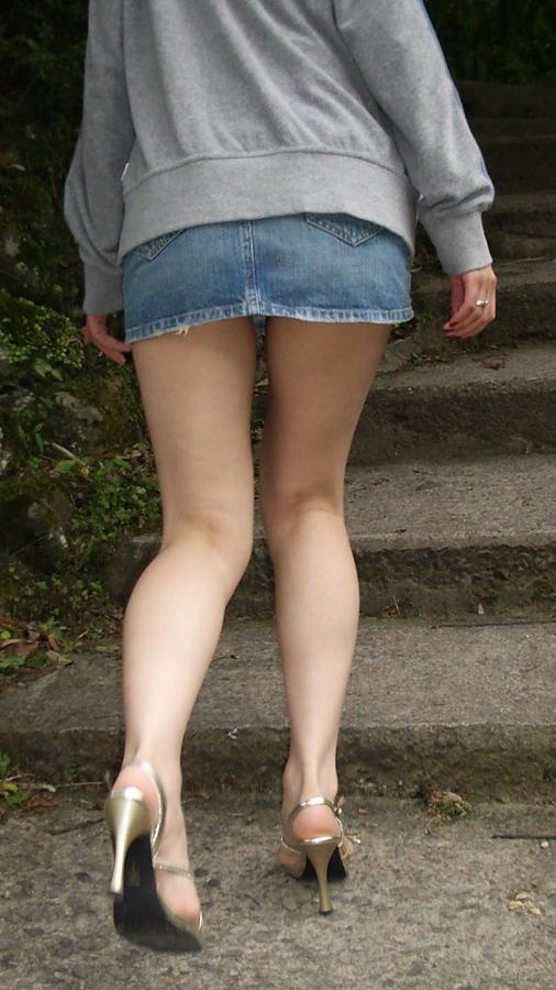 【街撮り】ナンテコッタイwwwパンツ見えそうな服装で外出してる素人が多すぎるwwwwwww【画像30枚】09_20160519220856f16.jpg