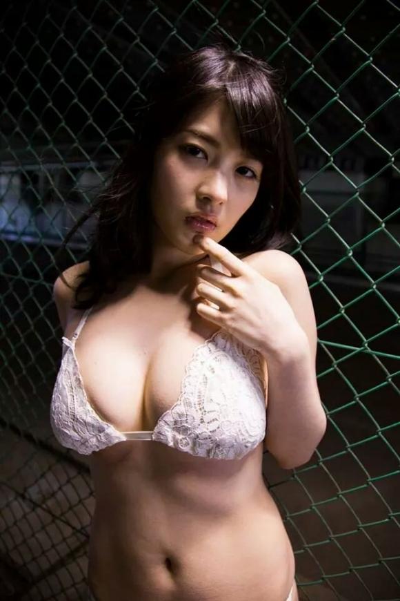 仮面女子Gカップアイドル「神谷えりな」ちゃんの爆乳グラビア画像09_20160719223654c33.jpg