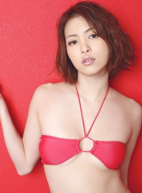 岩佐真悠子ちゃんのフルヌード&グラビア画像集めました!09_20160826124500e39.jpg