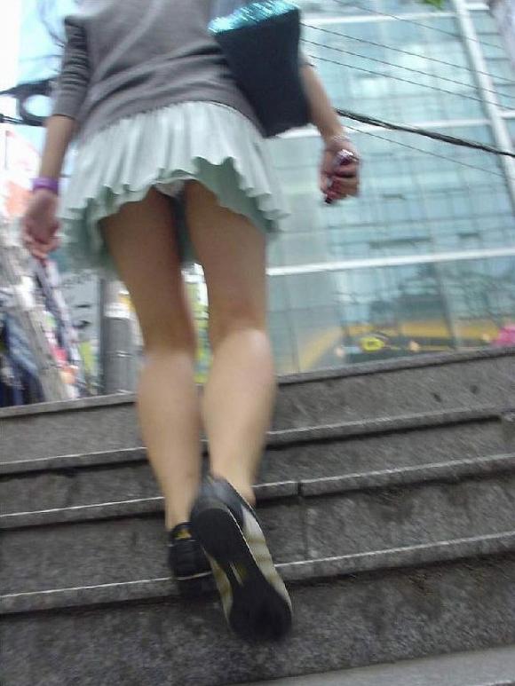 【エロ画像】これはまさにプロの犯行・・・階段やエスカレーターで広がる絶景パンチラ30選!wwwwwww10_20151123124357ab4.jpg