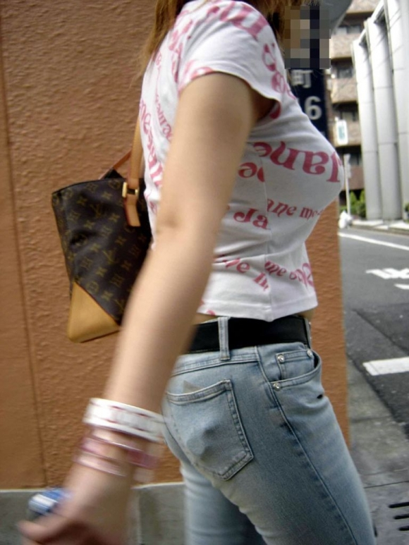 【素人/若い子限定】街で見かけた着衣巨乳女子を抜いた画像を集めましたwwwwwww10_20151205012023e4e.jpg