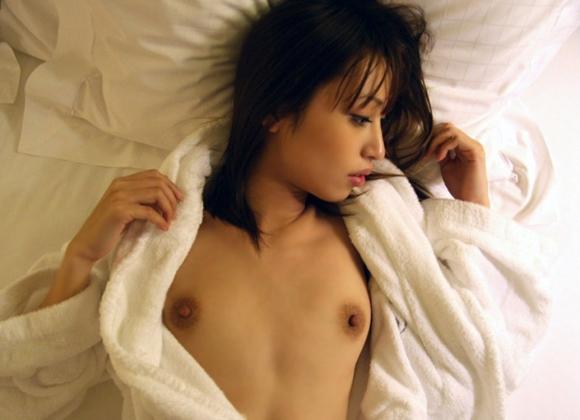 バスローブやラブホテルの寝巻を着てる女の子のエロ画像30枚10_20151208020348416.jpg