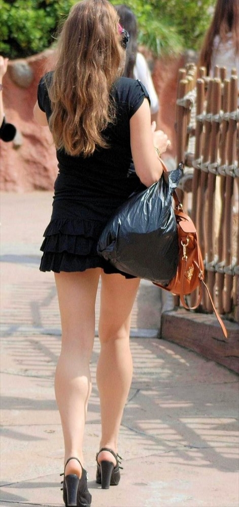 洋服の中では一番のエロさを誇るミニワンピを着てる女の子を街撮り盗撮ぅぅぅぅぅwwwww【画像30枚】10_20151220031644453.jpg
