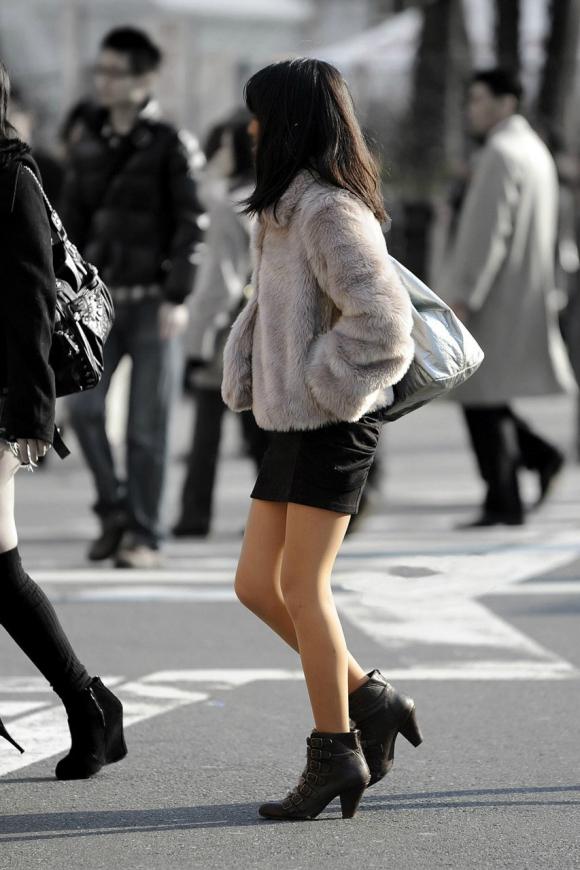 冬限定のミニスカブーツスタイルがエロくてたまらんwwwww【画像30枚】10_20151226125934535.jpg
