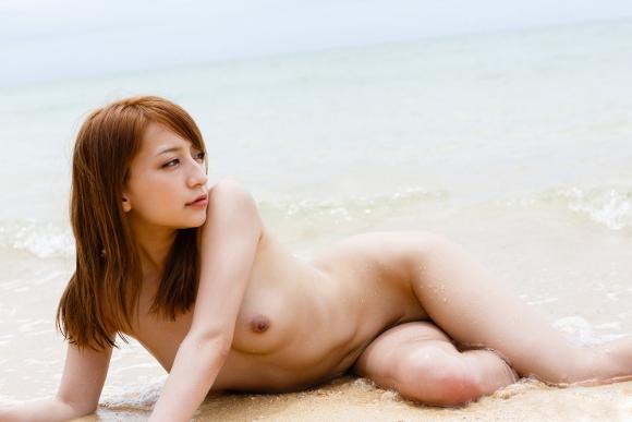おまんこやおっぱい丸見えOKなヌーディストビーチを誘致したいwww砂浜で裸になってる美女ヌードがエロすぎwwwwwww【画像30枚】10_20160324222610115.jpg