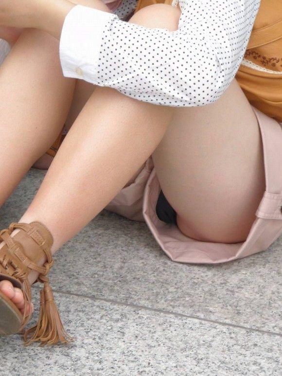 【エロ画像】寒くなり探すのが困難になってきたホットパンツ姿やショートパンツ姿の女子がエロいってことを再確認しようwwwww11_20151126221120a46.jpg