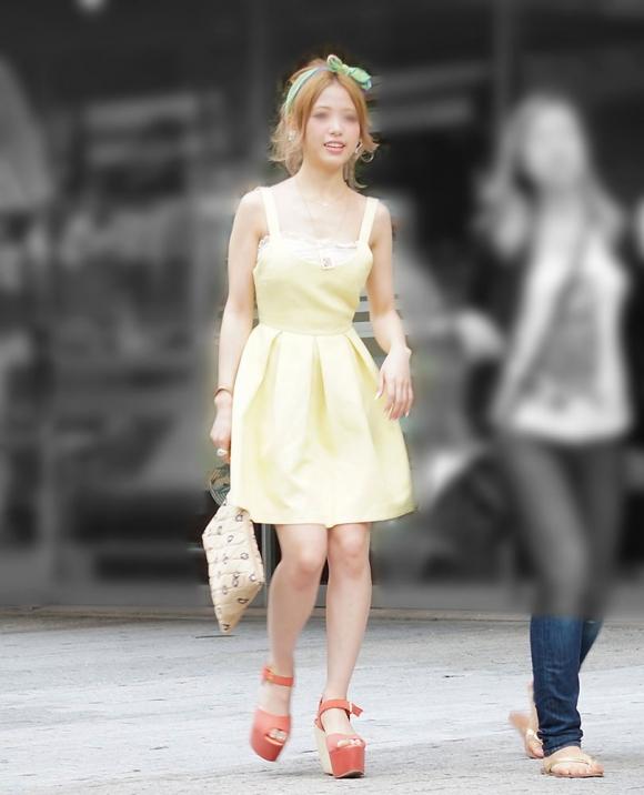 洋服の中では一番のエロさを誇るミニワンピを着てる女の子を街撮り盗撮ぅぅぅぅぅwwwww【画像30枚】11_20151220031709ae8.jpg