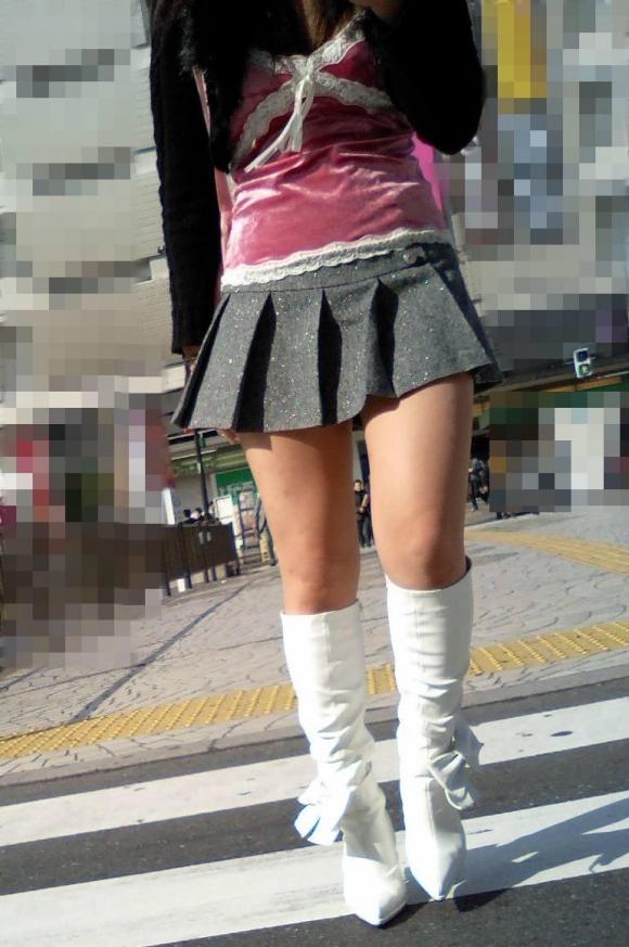 街でミニスカブーツの女の子を見ると無意識にガン見してしまう男の習性wwwwwww【画像30枚】11_20160114015053d12.jpg