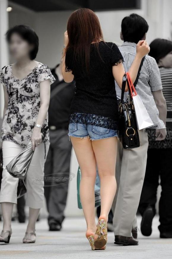 ショーパンから露出してる大腿部がエロすぎwww女の子のムニムニ太ももがたまらんwwwwwww【画像30枚】11_2016021709364856e.jpg
