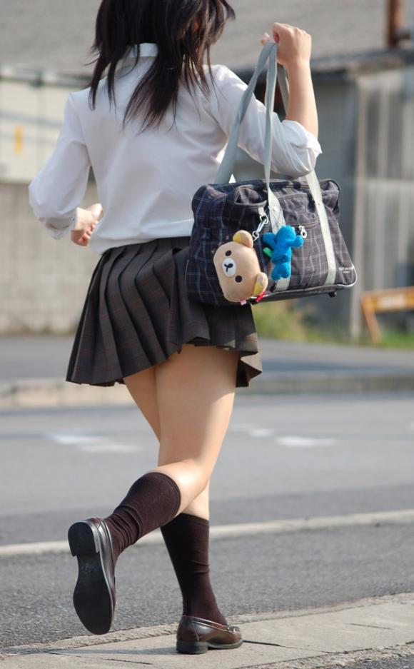 現代っ子なJKたちのスカートが異常なほどに短すぎる件wwwwwww【画像30枚】11_20160331213806a43.jpg