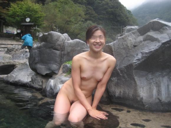 普通に冷静に考えてくっそエロい状況すぎるっしょwwwゆっくり混浴温泉に行きたくなる画像を集めましたwwwwwwwwwww11_201608112332515d3.jpg