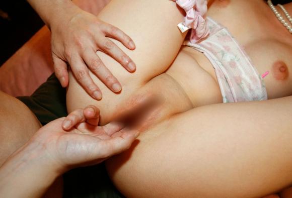 【エロ画像】寒い冬はあったかい女の子の膣内に手を入れてクチュクチュ手マンに限りますwwwwwww12_20151203015727c9b.jpg
