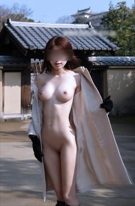 外寒いし見てるこっちが心配になってくる裸コートの露出狂女wwwwwww【画像30枚】12_20151218165613aff.jpg