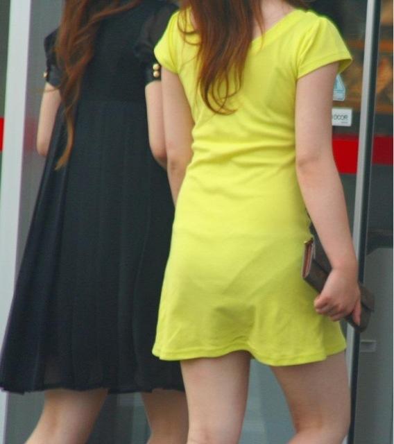 洋服の中では一番のエロさを誇るミニワンピを着てる女の子を街撮り盗撮ぅぅぅぅぅwwwww【画像30枚】12_20151220031711826.jpg