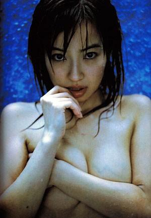 離婚が決まった平子理沙の乳首出し美魔女ヌード画像12_20151229234339c1f.jpg
