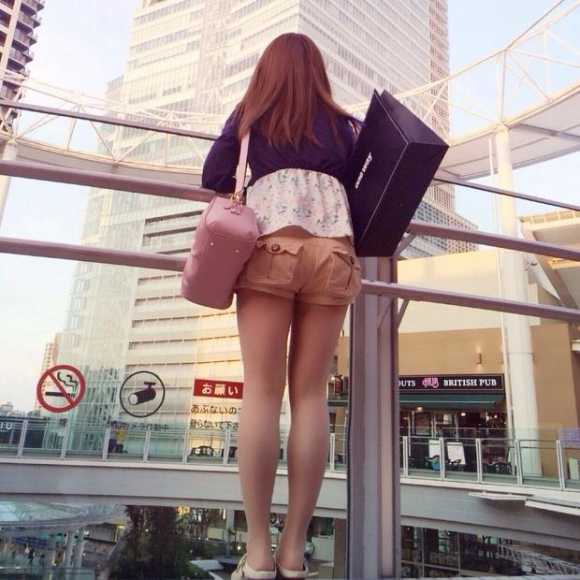 ショーパンから露出してる大腿部がエロすぎwww女の子のムニムニ太ももがたまらんwwwwwww【画像30枚】12_20160217093649ef3.jpg