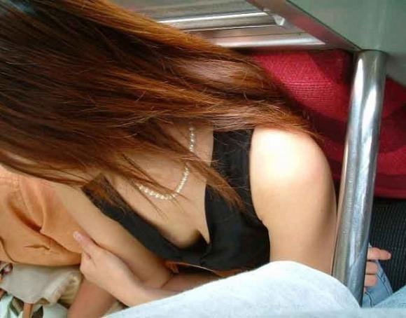 電車内で素人のおっぱいを撮った盗撮画像をくださいwwwww【画像30枚】12_20160307221304347.jpg