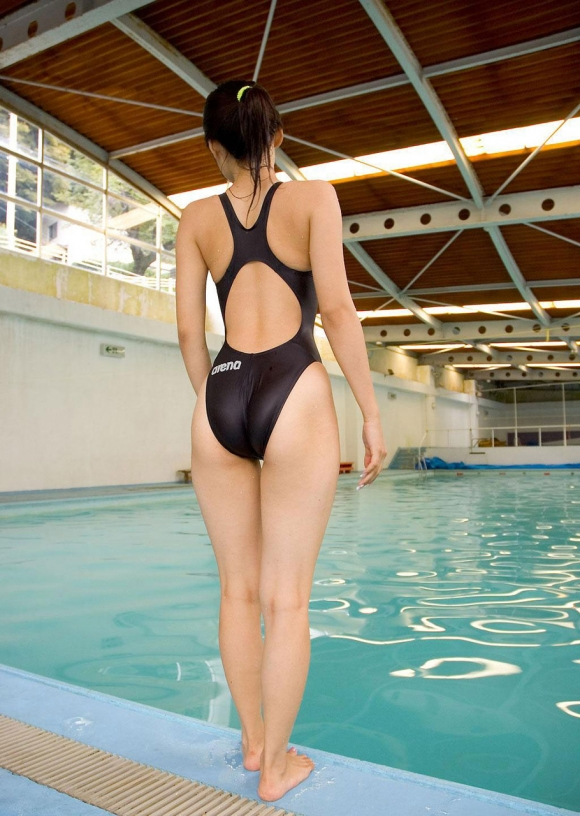 体のムチムチラインがピッタリ分かる競泳水着がエロすぎるwwwwwww12_20160630134131759.jpg