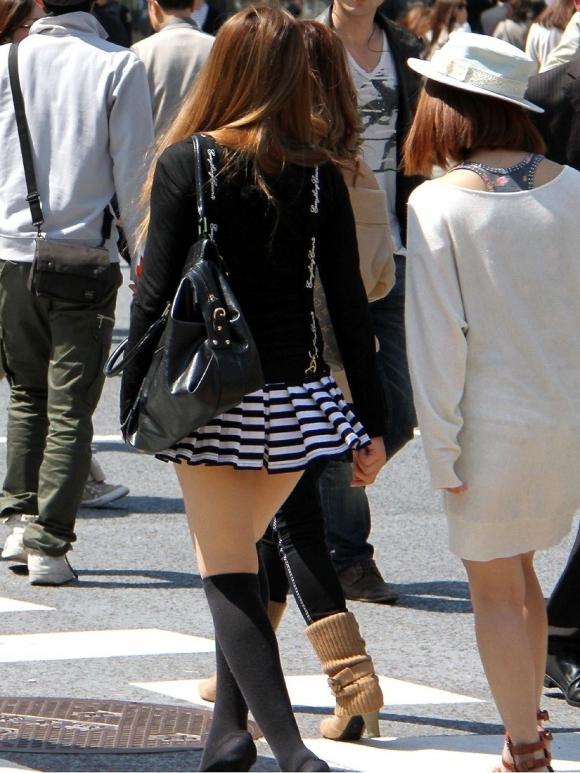 素人なのにパンチラしそうな短すぎるミニスカ履いてる女の子が多すぎるwwwwwww【画像30枚】12_2016073022043680b.jpg