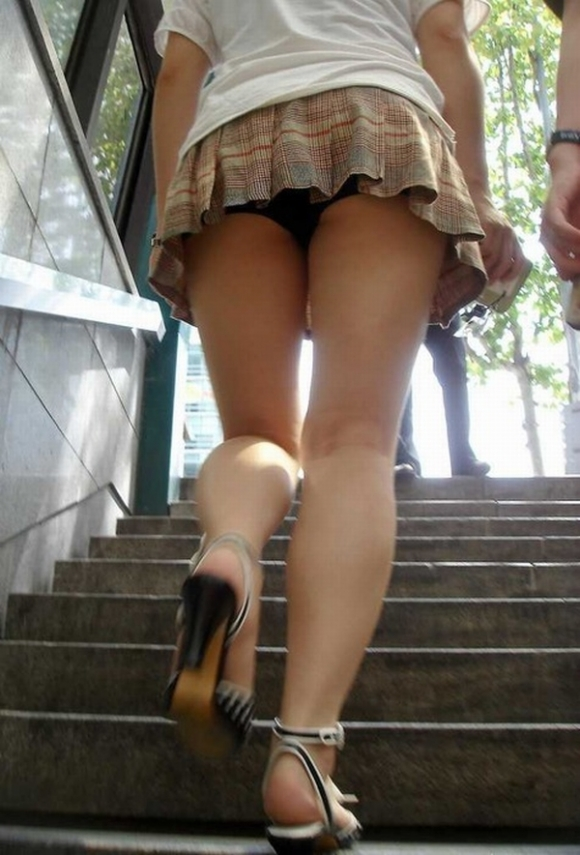 【エロ画像】これはまさにプロの犯行・・・階段やエスカレーターで広がる絶景パンチラ30選!wwwwwww13_20151123124421607.jpg