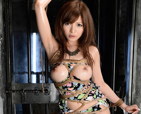 【エロ画像】緊縛拘束されると女は簡単に男の玩具となる件wwwwwww13_201512011510512cc.jpg