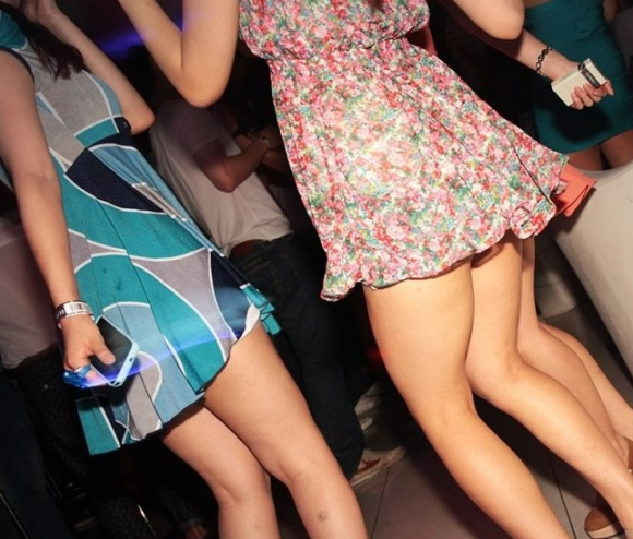 洋服の中では一番のエロさを誇るミニワンピを着てる女の子を街撮り盗撮ぅぅぅぅぅwwwww【画像30枚】13_2015122003171248e.jpg