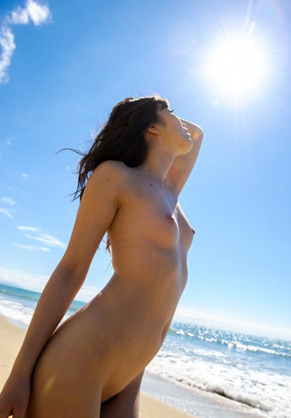 おまんこやおっぱい丸見えOKなヌーディストビーチを誘致したいwww砂浜で裸になってる美女ヌードがエロすぎwwwwwww【画像30枚】13_20160324222654852.jpg