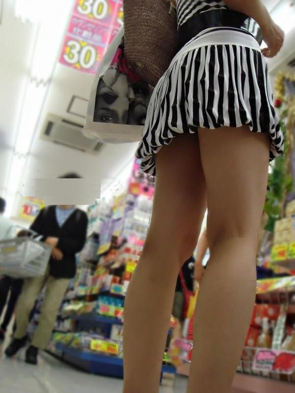【街撮り】ナンテコッタイwwwパンツ見えそうな服装で外出してる素人が多すぎるwwwwwww【画像30枚】13_20160519221423a59.jpg