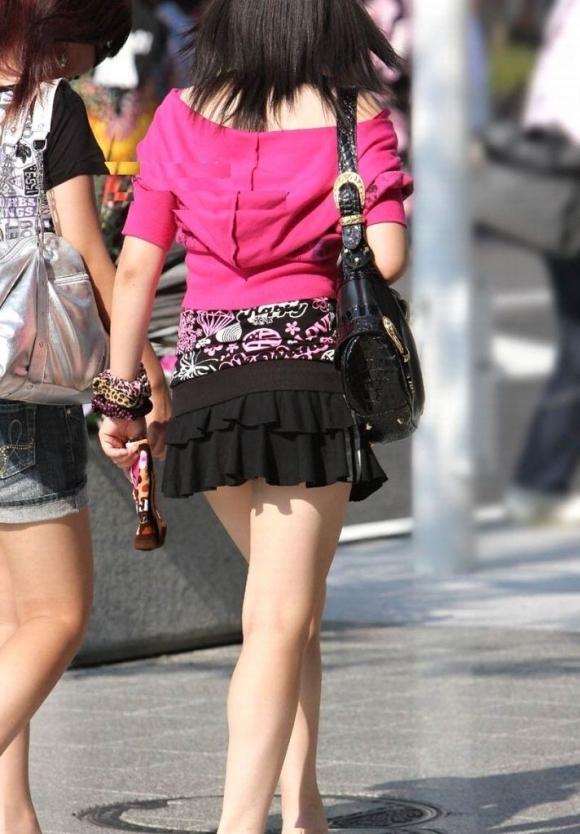 素人なのにパンチラしそうな短すぎるミニスカ履いてる女の子が多すぎるwwwwwww【画像30枚】13_20160730220435a97.jpg