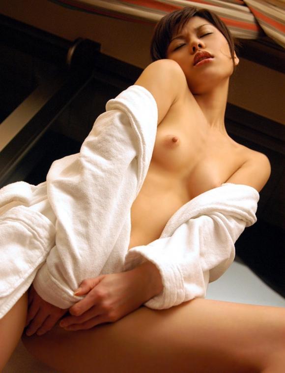 バスローブやラブホテルの寝巻を着てる女の子のエロ画像30枚14_20151208020417170.jpg