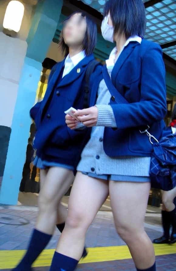 現代っ子なJKたちのスカートが異常なほどに短すぎる件wwwwwww【画像30枚】14_20160331213810344.jpg