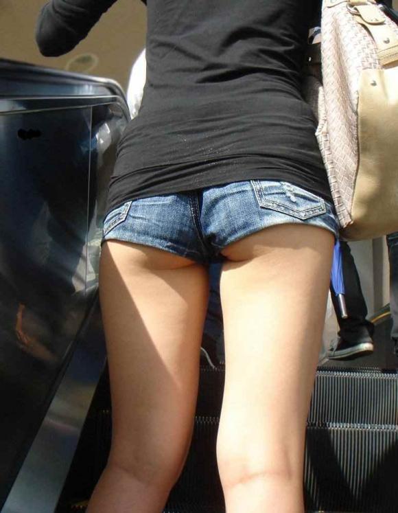 【街撮り】ショートパンツからハミ出るハミ尻を見れた時の興奮をもう一度wwwww14_201607270253282e6.jpg