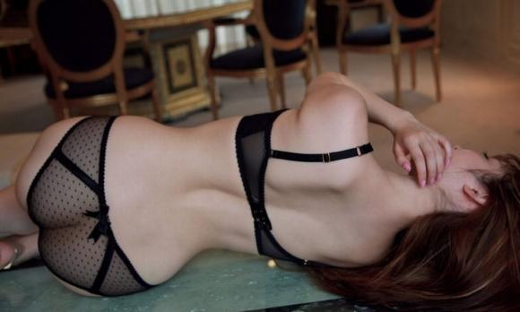 黒下着の女は男を虜にするセクシーオーラが溢れ出してるwwwww【画像30枚】15_20151230023914833.jpg